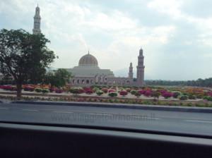 viaggi in Oman, foto della Grande Moschea di Muscat.