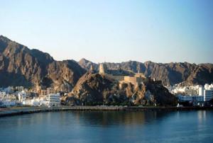 Viaggi in Oman per Capodanno, panorama dal mare di Muscat.