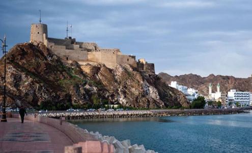 Essenze dell'Oman, viaggi in Oman lusso o 4 stelle con Muscat, Nizwa, Monti Hajar, mare e deserto di Wahiba (Sharqiya) Sands. Tour in Oman 4 giorni e mare 4 giorni. Date su richiesta e guida in italiano o inglese, tour Oman e mare luxury 5 stelle o  4 stelle. Viaggi di Nozze in Oman tour e vacanza su misura.
