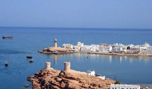 """Tour in Oman """"Muscat, Dakhiliya e Oman Nord Est"""". Viaggi in Oman con mare, deserto e forti intorno a Muscat. Tour in Oman con partenza su richiesta. Viaggi in Oman in gruppo."""