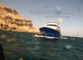 Crociera in Oman, foto della motonave in navigazione nel Mar Arabico, Oceano Indiano.
