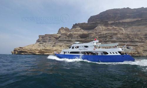 Crociera in Oman per Sub e Turisti. Crociere in Oman nell' Oceano Indiano con le Isole al Hallaniyat e Scuba Diving. Crociere Oman con Salalah e isole del Dhofar, immersioni nel Mar Arabico.