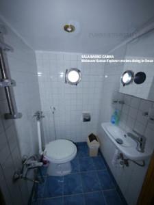 Crociera in Oman, foto del bagno nelle cabine della motonave Saman Explorer.