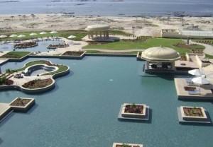 Soggiorno mare presso l' Hotel Marriott Salalah Oman, foto della piscina e sullo sfondo il Mar Arabico