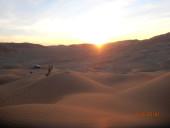 Tour in Oman, foto del Rub al Khali, parte del deserto Empty Quarter, nel Dhofar. Alba dopo la notte la notte nel deserto.