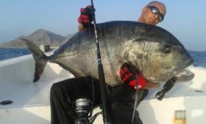 Pesca nelle Isole del Sud Oman, Oceano Indiano, famose per la pesca del G.T.. Foto di un grosso G.T. appena pescato.