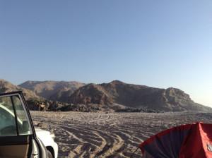 Pesca in Oman dalla riva. Foto del Campo mobile sull' Oceano indiano in Oman del sud vicino a Salalah. Colazione in spiaggia dopo una notte in campo tendato mobile sul mar Arabico.