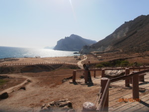 Foto mare del Dhofar, Oman del sud, lungo la via dell' incenso, dintorni di Salalah, la spiaggia di Mughsail, con i caratteristici soffioni. D.B.