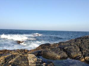 Pesca in Oman Sud dalla riva, foto di uno spot sulla costa nel Dhofar, intorno a Salalah nel Mar Arabico.