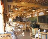 Tour e vacanze mare in Oman. Foto di un ristorante presso Hotel Crowne Plaza in Salalah, Dhofar.