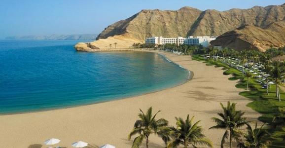 Pasqua in Oman: viaggio in Oman, partenze garantite in gruppo e lingua italiana. Tour in Oman con mare, deserto e forti a Muscat e nel Nord Est del Sultanato.